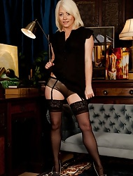 Fair-haired cougar Amber Pearl of great price vacant in unequalled stockings.