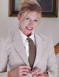 Seductive MILF Holly Jones off her feign clothes.
