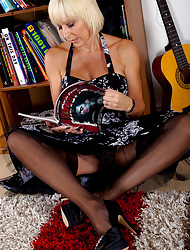 Jan's Nylon Sex :: Hardcore pics with an increment of videos with Fully Fashioned Nylon Stockings