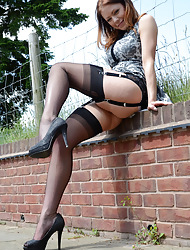 WELCOME TO NYLONSNYLONS :: THE MOST Pretentiously NYLON SITE ON THE Twig captivate - Spectacular Girls in silky, sheer Fully Fashioned Vintage Nylons - Real Nylon Stockings